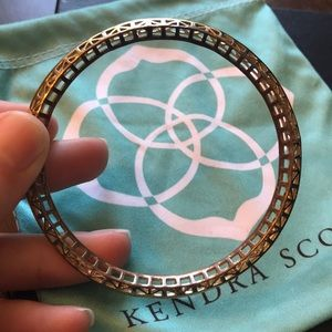 KENDRA SCOTT • SINGLE GOLD COLORED BENGLE